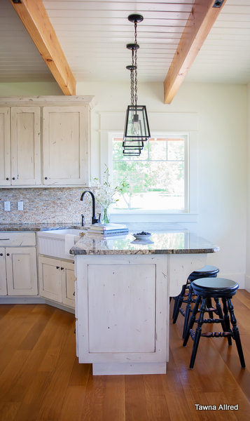 country-kitchen-with-wood-floor