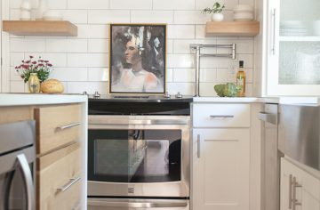 sugar-loaf-wy-simple-white-kitchen-interior-design