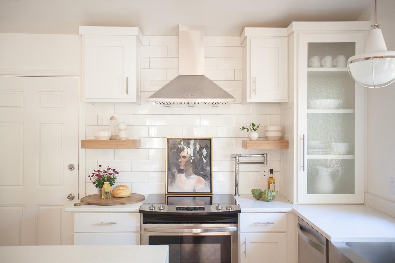 wyoming-sugar-loaf-white-kitchen-interior-design